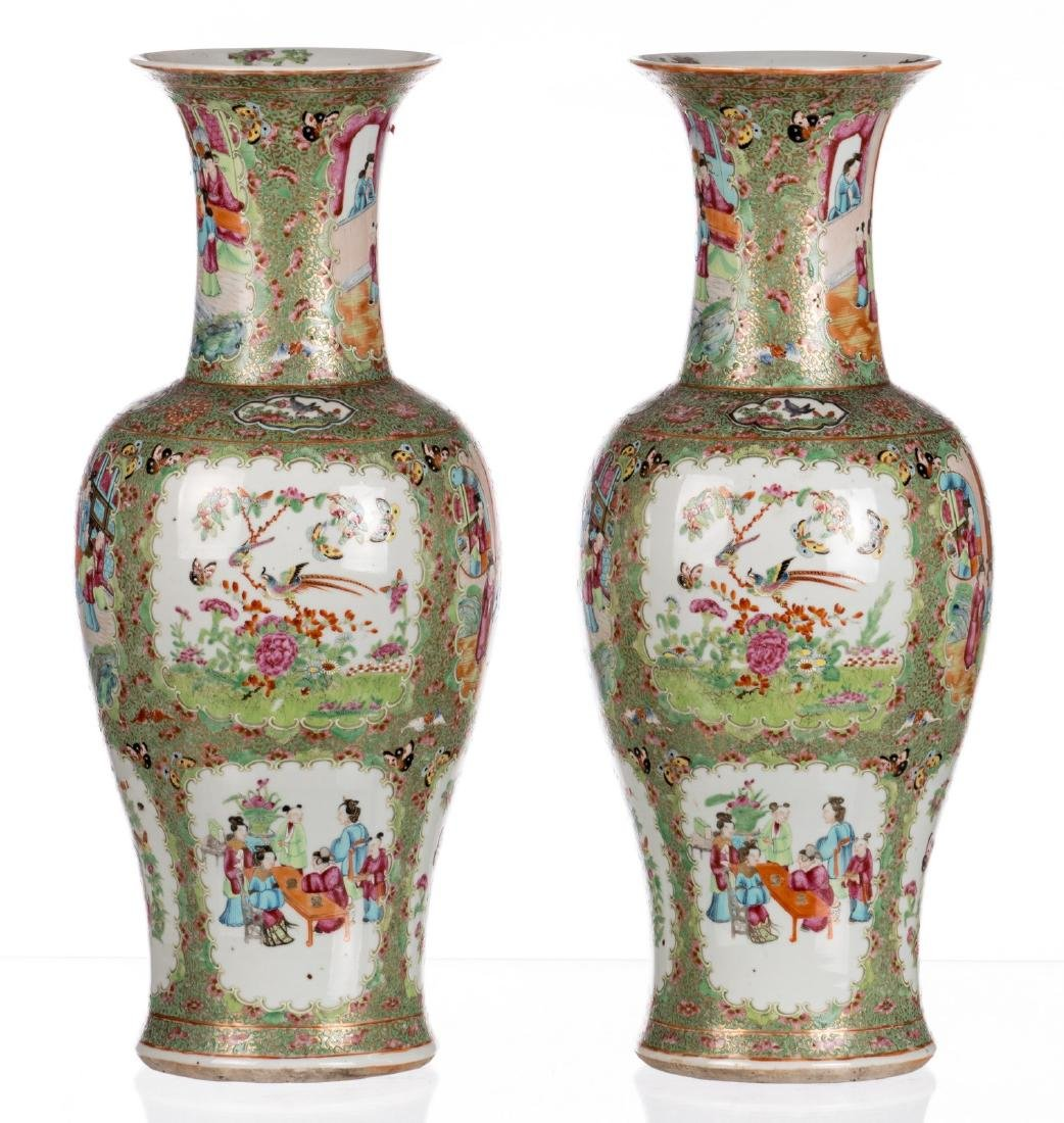 A pair of Chinese Canton famille rose balustre shaped - 2