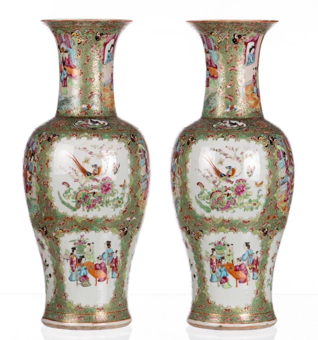 A pair of Chinese Canton famille rose balustre shaped - 4