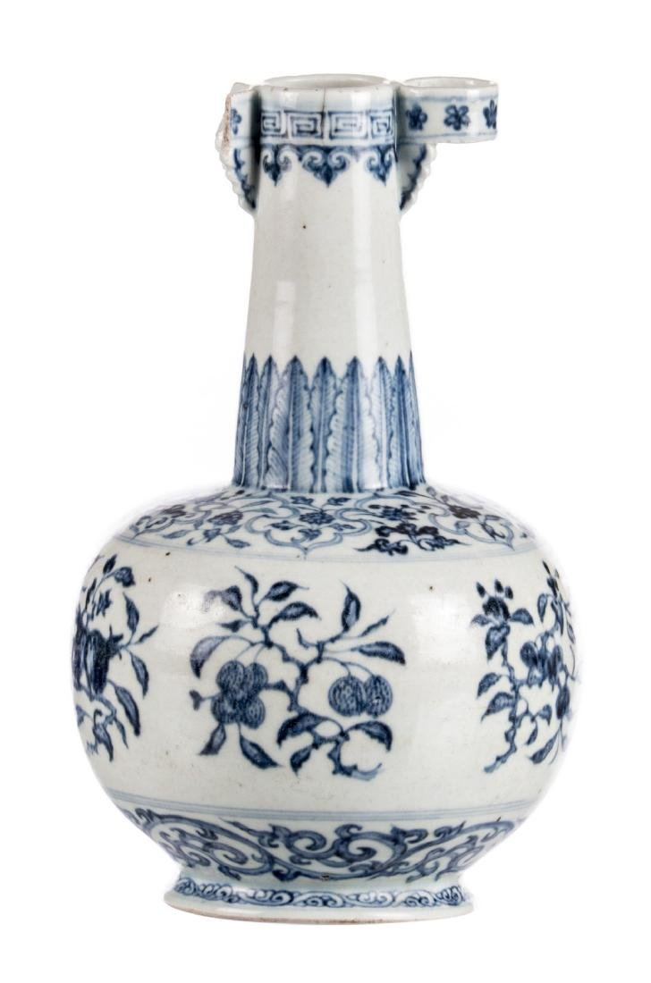A Chinese blue and white decorated arrow vase with