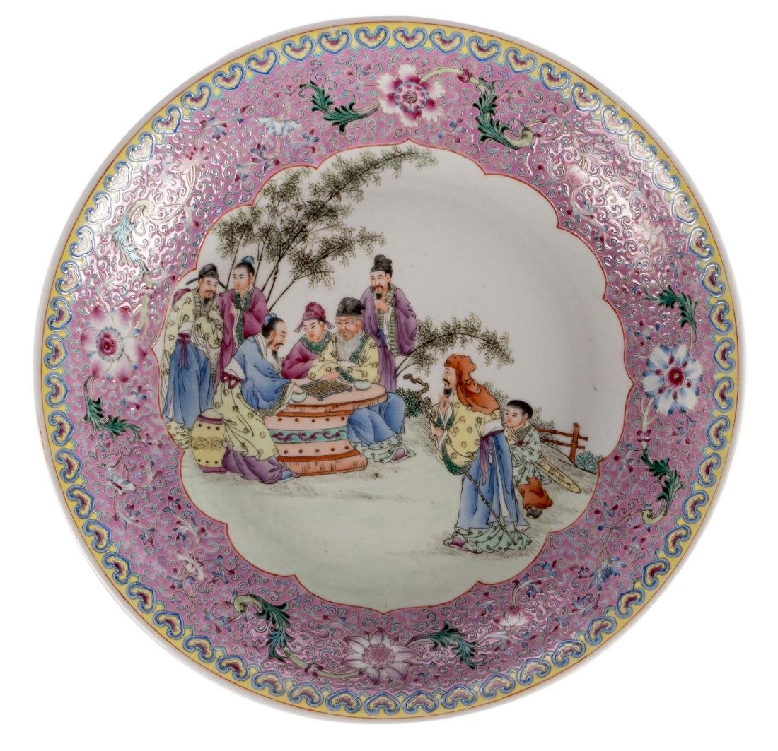 A Chinese famille rose decorated plate with an animated