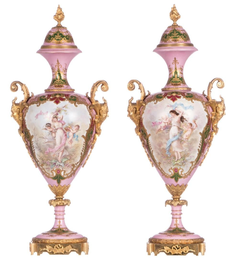 A pair of ornamental vases with gold-layered rose
