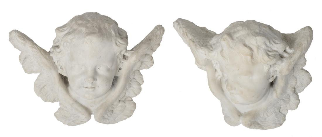 Two 18thC Carrara marble angel heads, H 21,5 - 23 cm