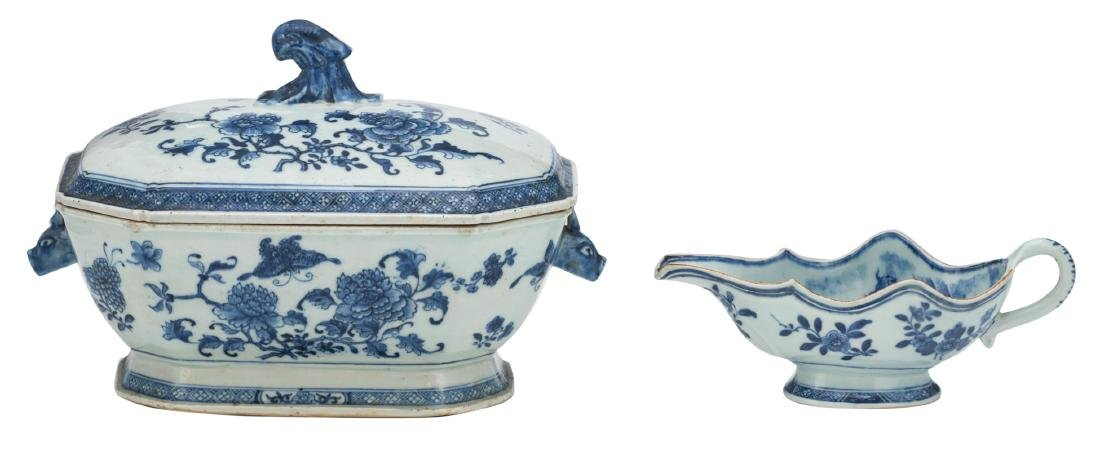 A Chinese blue and white export porcelain tureen and