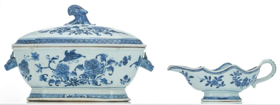 A Chinese blue and white export porcelain tureen and - 2