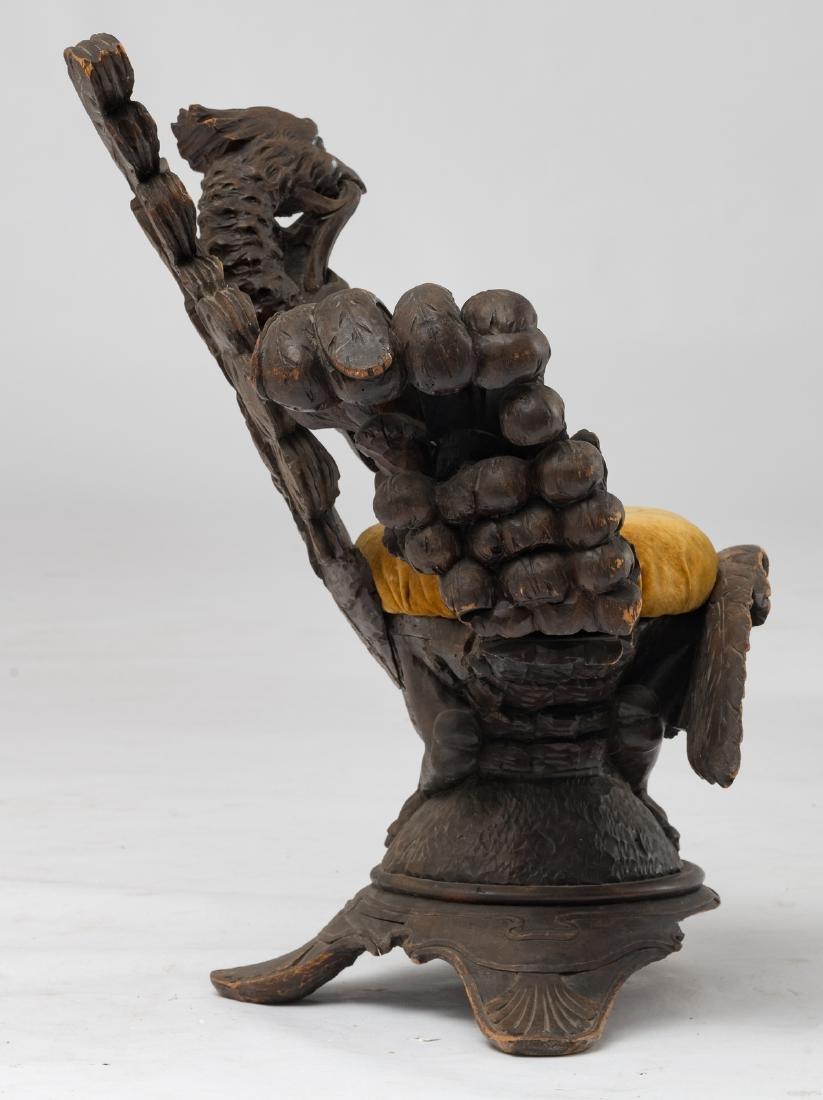 A rare sculpted walnut stool of the grotto type, Italia - 5
