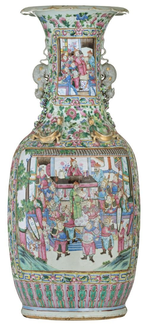 A large Chinese famille rose vase, decorated with court - 2