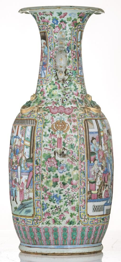 A large Chinese famille rose vase, decorated with court - 3