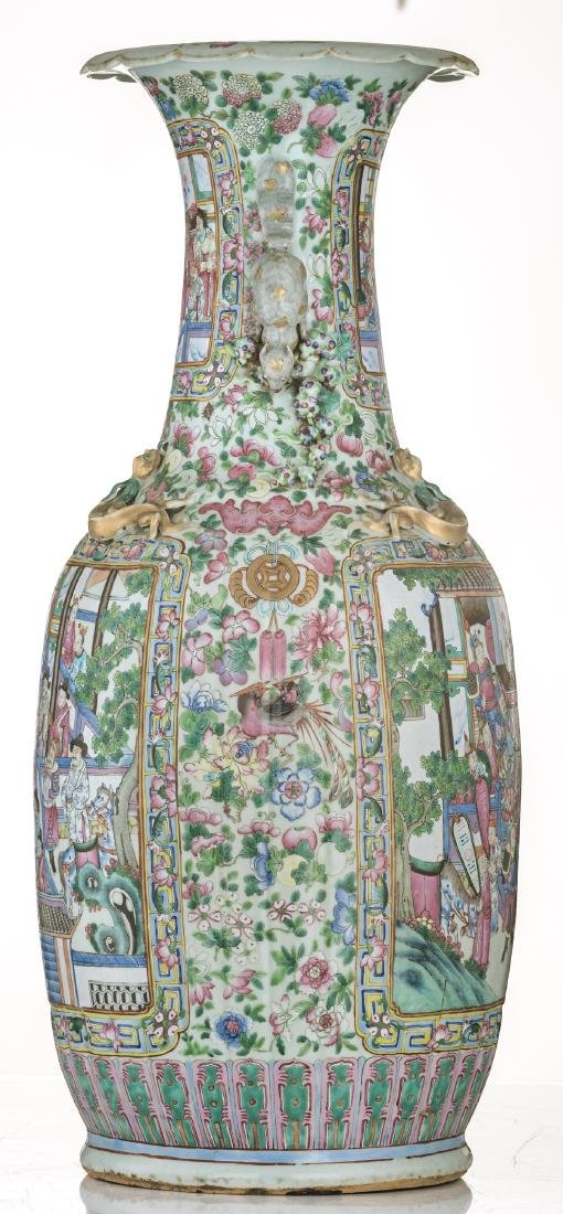 A large Chinese famille rose vase, decorated with court - 5