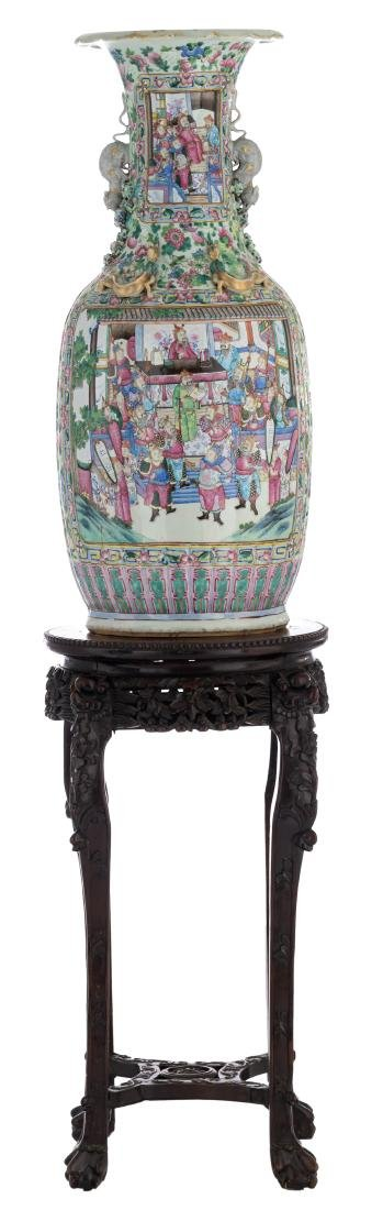 A large Chinese famille rose vase, decorated with court - 8