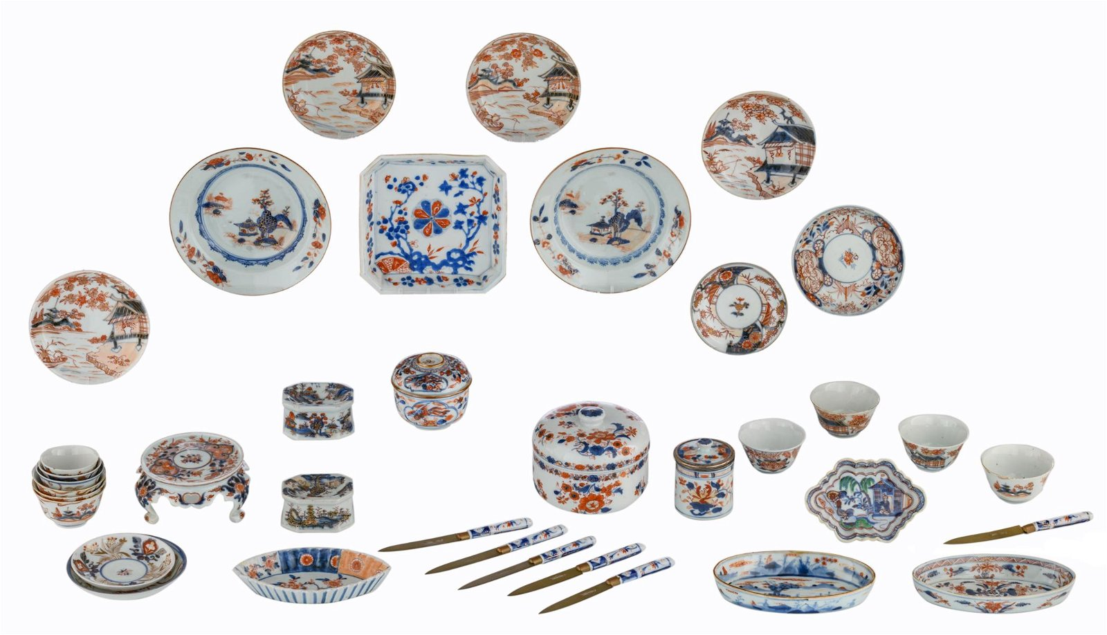 A lot of Chinese Imari porcelain items, consisting of