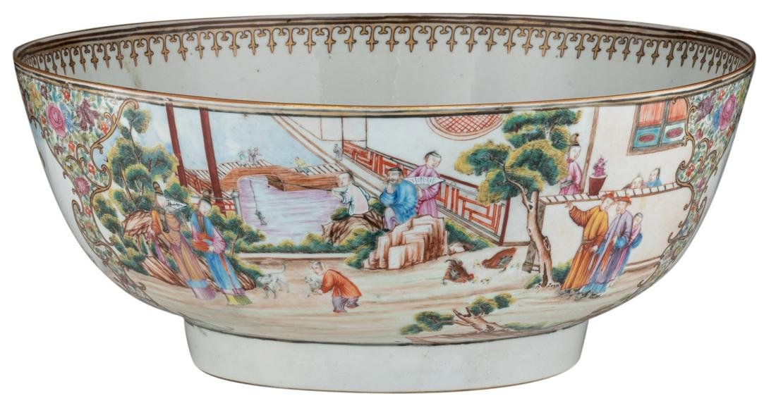 A large Chinese export porcelain bowl, decorated with