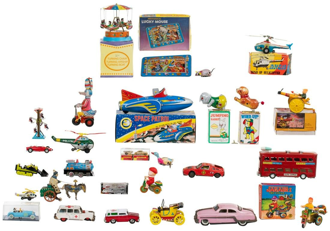 A various lot of vintage tin wind up toys, containing a