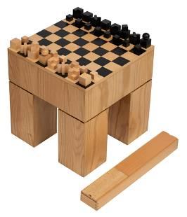 A Bauhaus chess set by Josef Hartwig, H 38 - W 36 - D