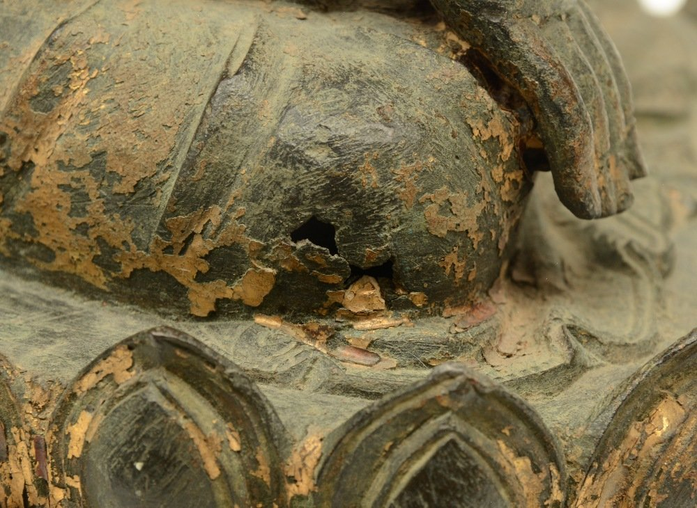 A Chinese bronze seated Buddha, traces of polychromy - 7