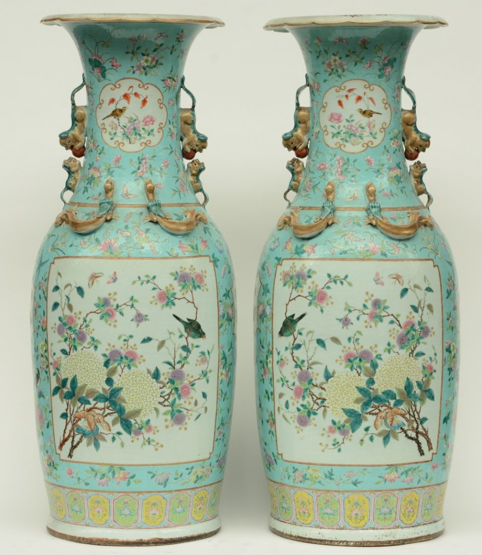 A pair of impressive Chineseturquoise-ground famille