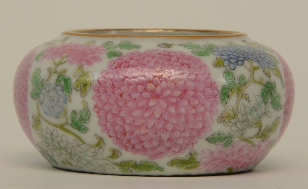 A Chinese famille rose waterpot, decorated with - 3