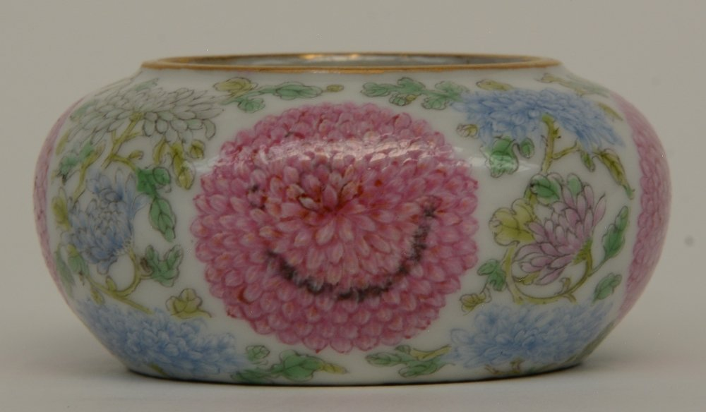 A Chinese famille rose waterpot, decorated with - 5