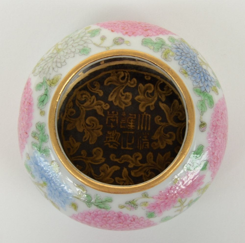 A Chinese famille rose waterpot, decorated with - 6