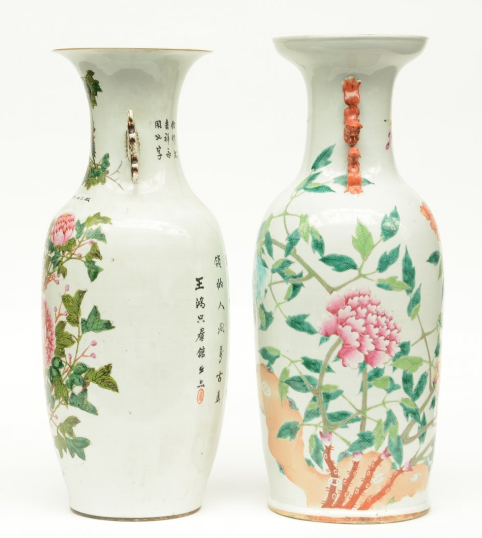 Two Chinese polychrome vases, decorated with flower - 4