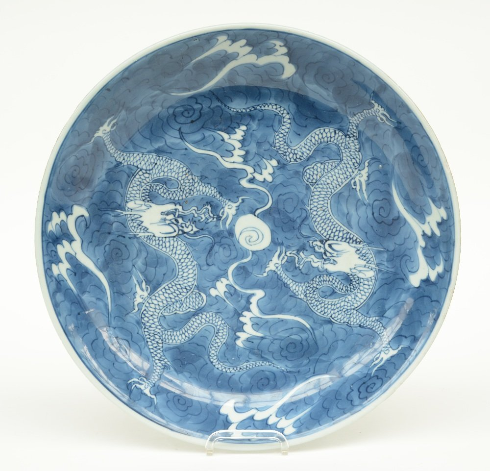 A Chinese blue and white plate decorated with dragons