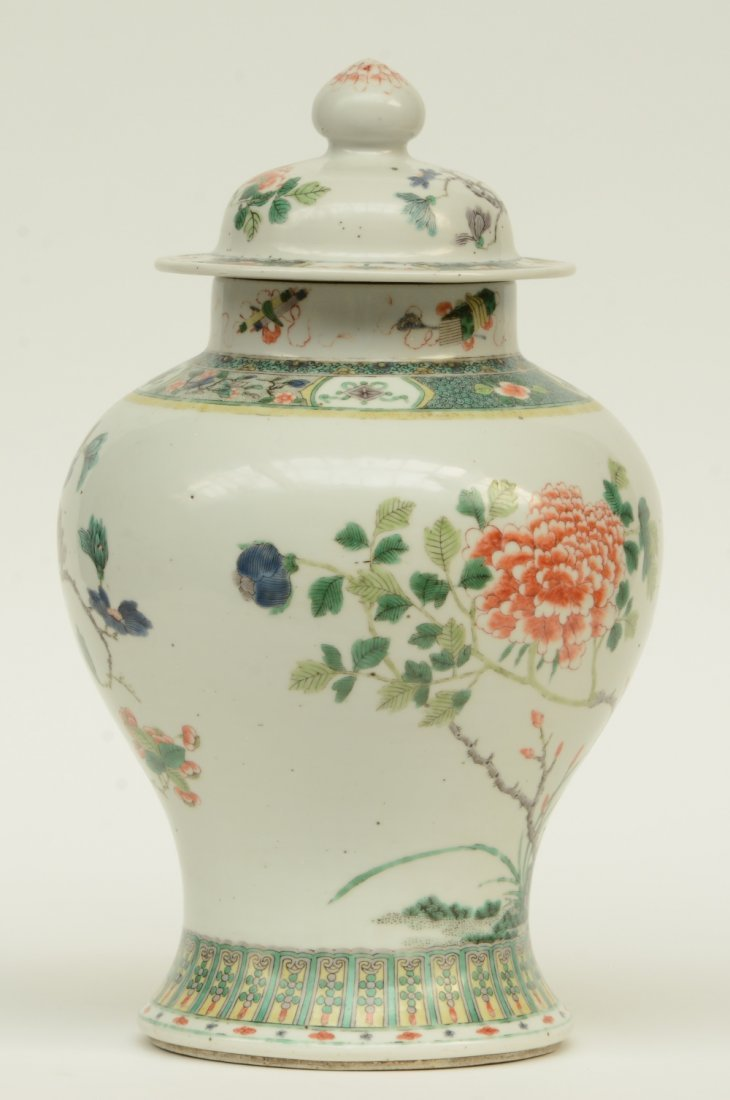 A Chinese famille verte vase and cover, overall - 3