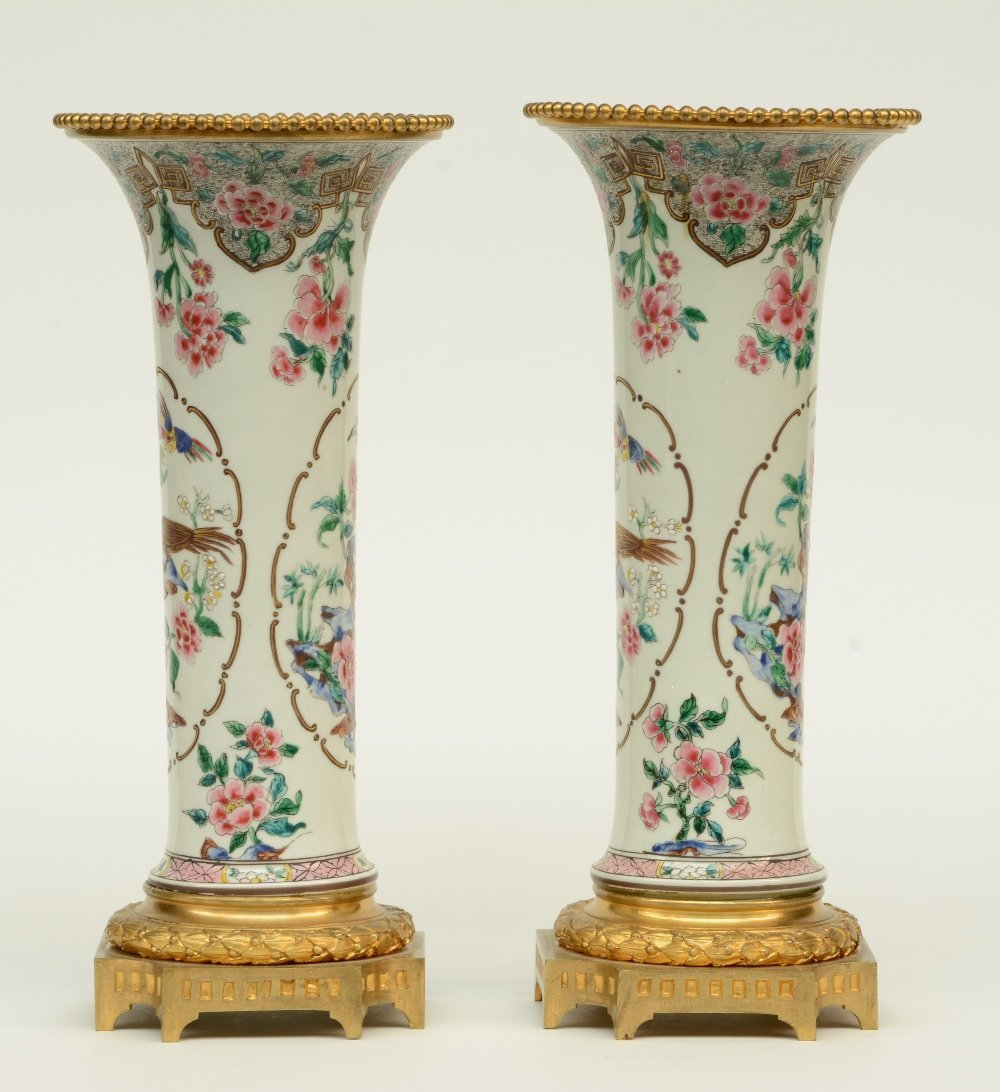 A pair of Chinese famille rose vases, decorated with - 2