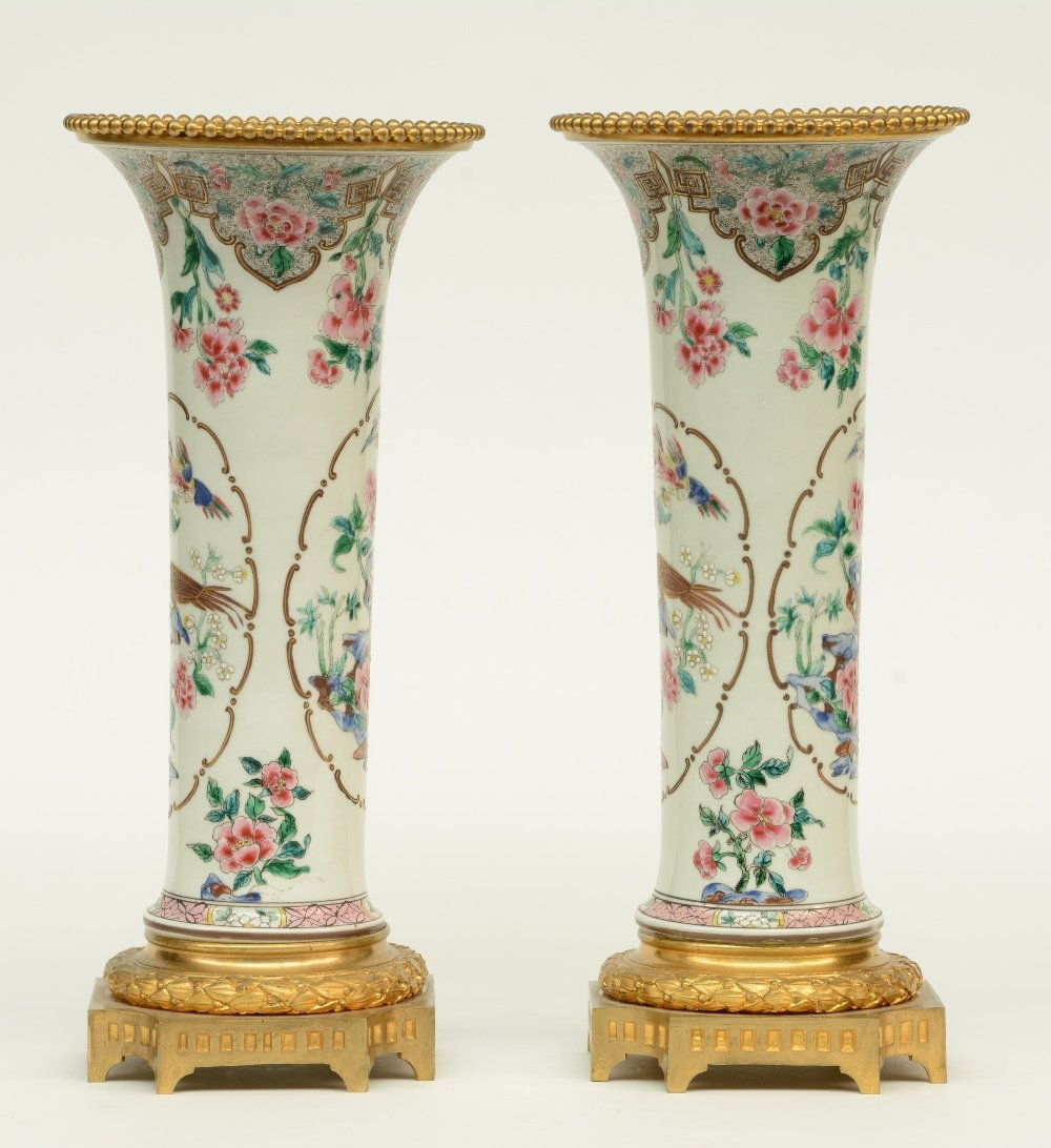A pair of Chinese famille rose vases, decorated with - 4