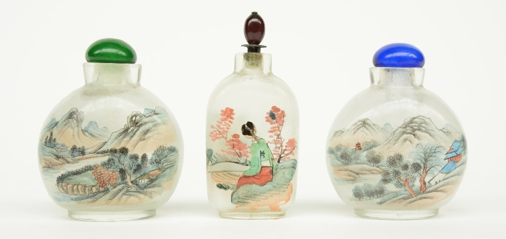 Lot of six Chinese inside-painted glass snuff bottles, - 2