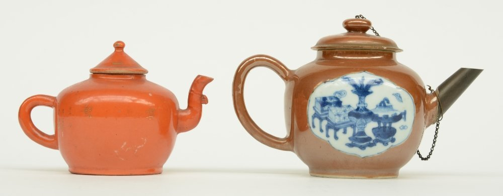 Two Chinese teapots and covers, one teapot café au - 4