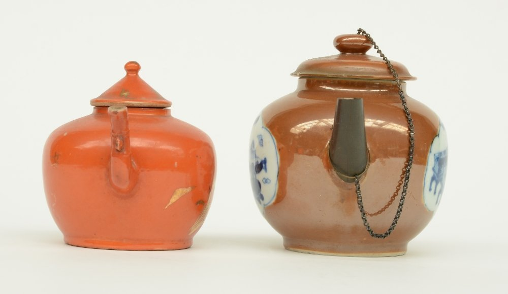 Two Chinese teapots and covers, one teapot café au - 5