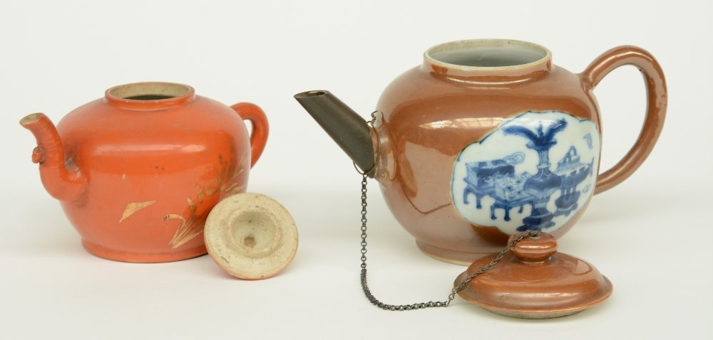 Two Chinese teapots and covers, one teapot café au - 6