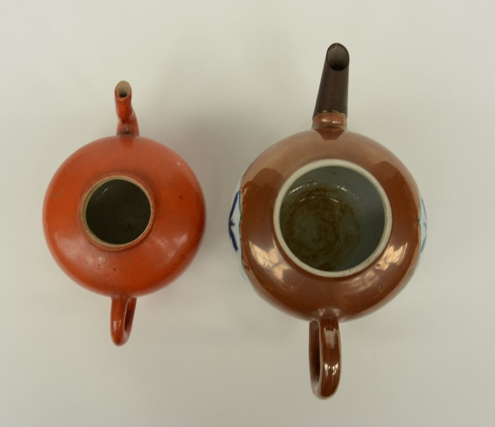 Two Chinese teapots and covers, one teapot café au - 7