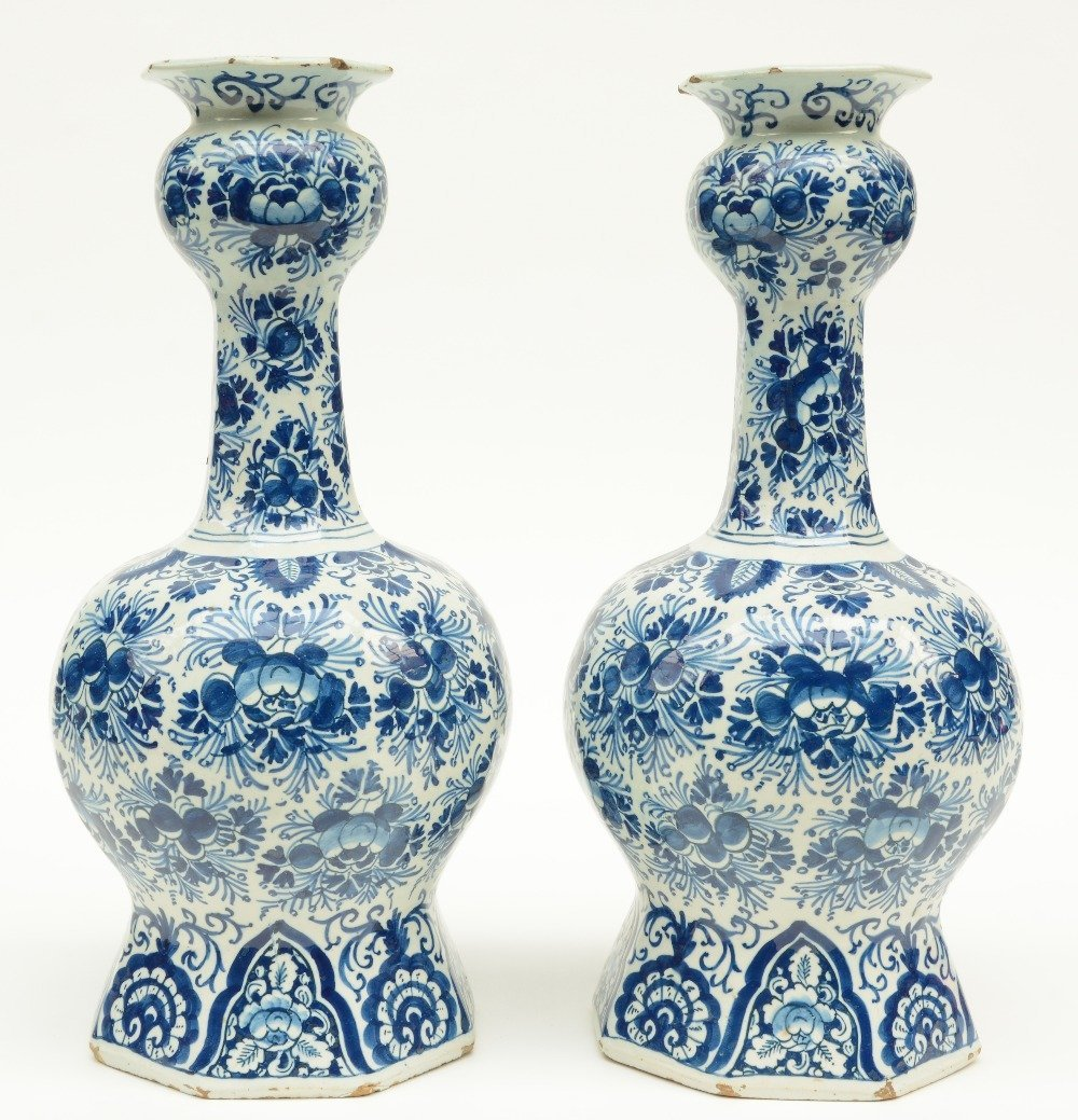 Two blue and white decorated Dutch Delftware octogonal - 4