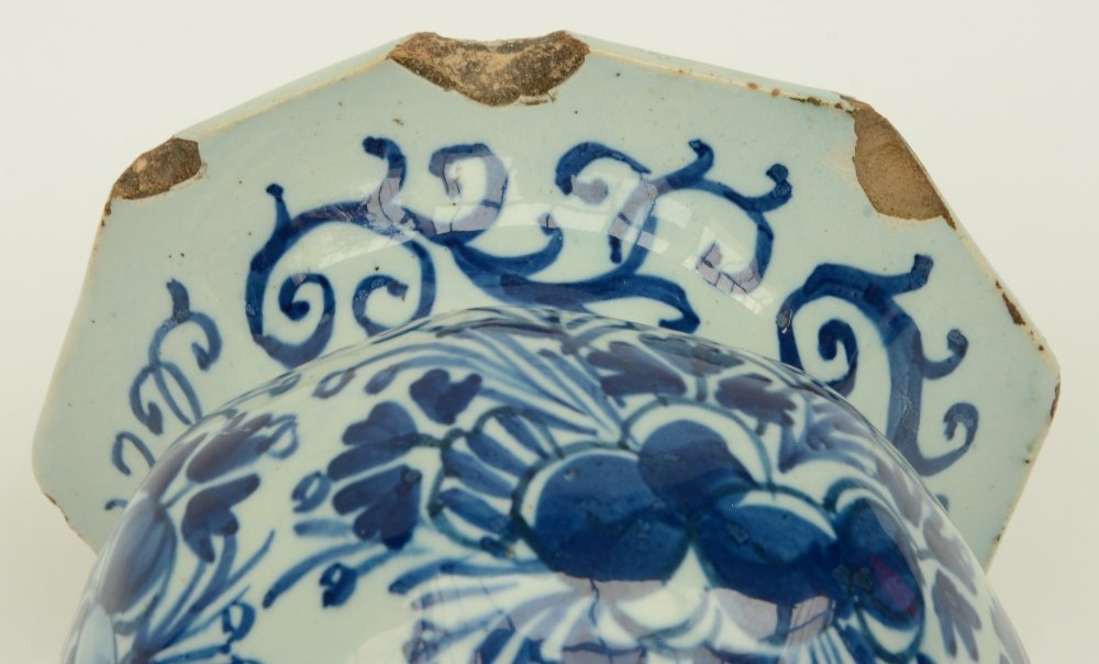 Two blue and white decorated Dutch Delftware octogonal - 7
