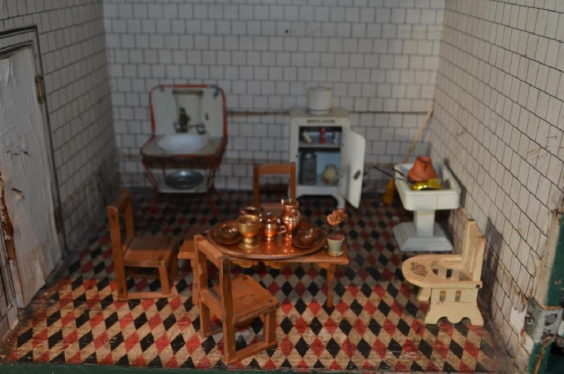 Early 1900's Dollhouse with Furniture - 6