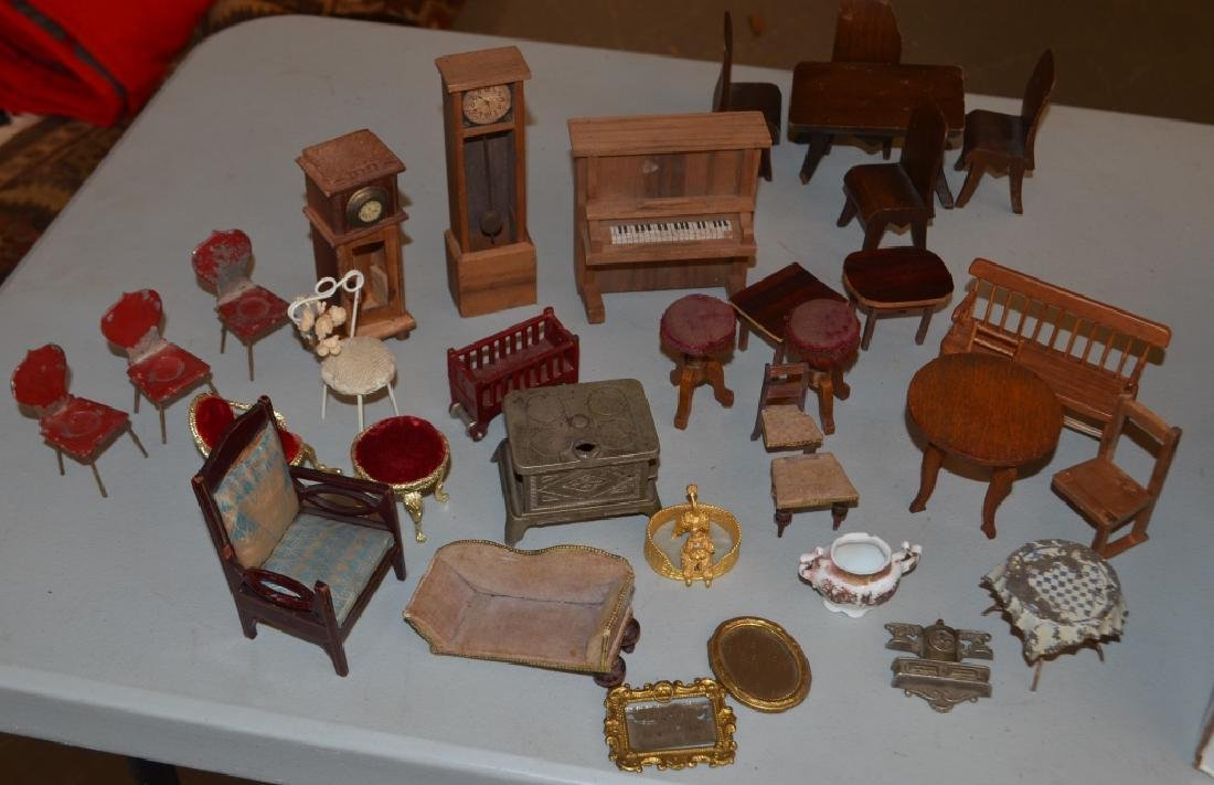 Early 1900's Dollhouse with Furniture - 7