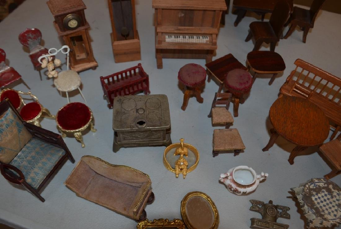 Early 1900's Dollhouse with Furniture - 8