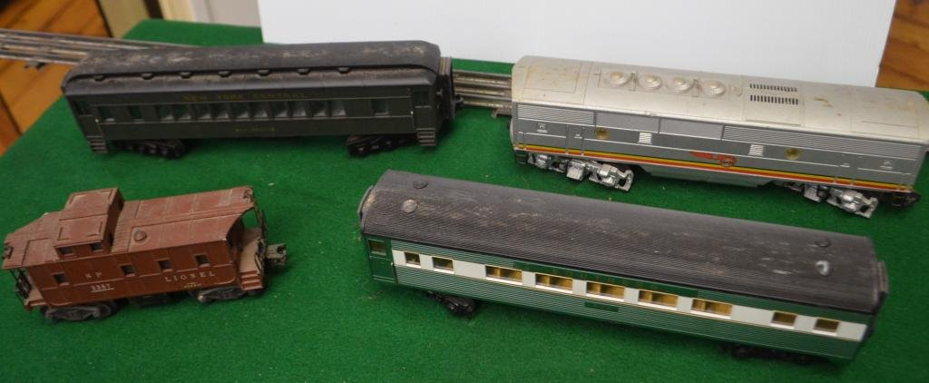 Lionel Set of 4 Passenger and Freight Cars