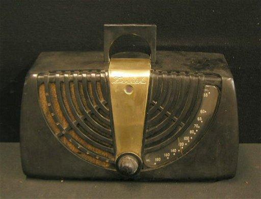 2075: 1946 Zenith Consoltone Table Top Radio