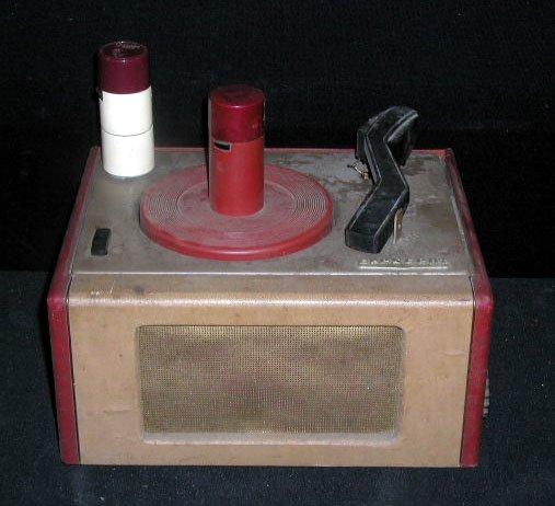 2106: 1950's Crescent 45 rpm Record Player