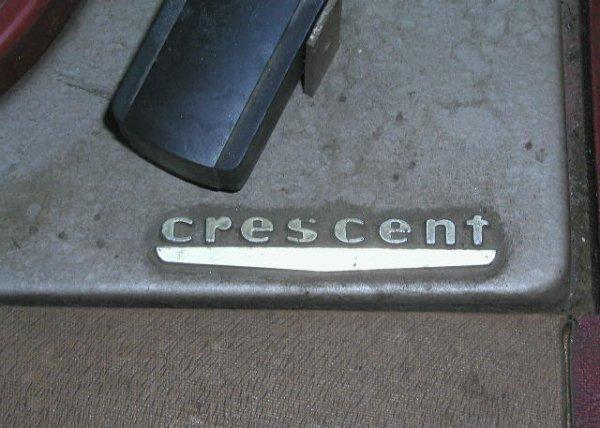2106: 1950's Crescent 45 rpm Record Player - 2