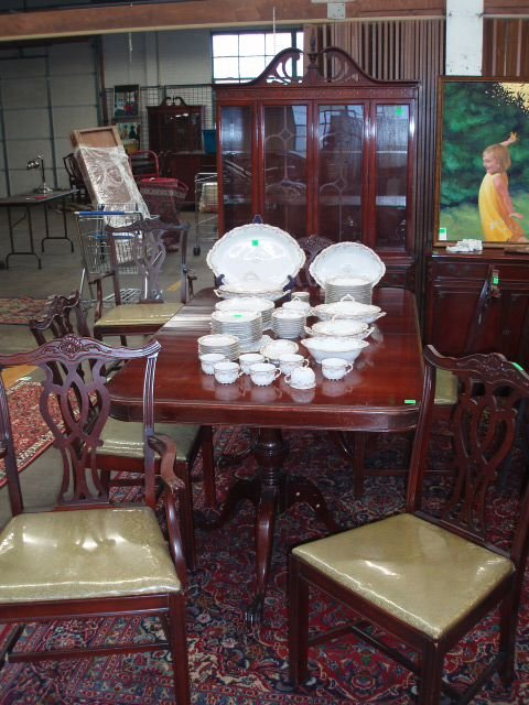 1013: Chippendale style 10 pc dining room