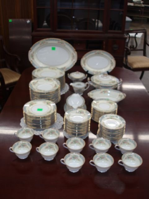 1018: Noritake 88 Pc. china service for 12