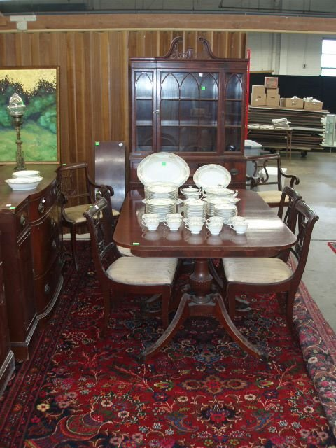 1019: Federal style 10 pc dining room set