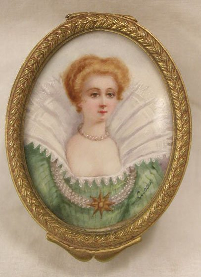 2019: French Painting on Ivory Dresser Box
