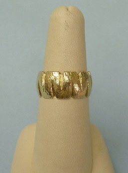 3009: Wedding band in 14k yellow gold