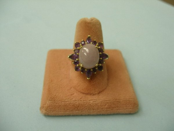 3014: Gold ring w/ oval lavender jade stone