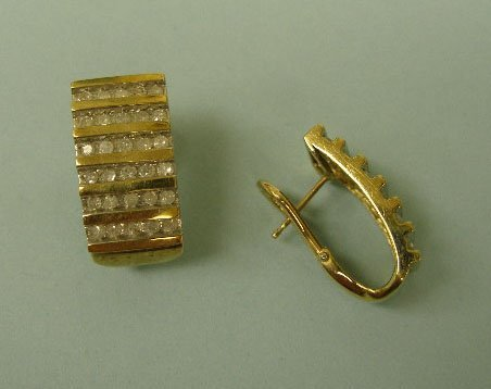 3015: Pair of yellow gold earrings