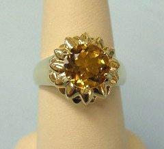 3017: Gold ring w/ sunflower