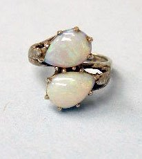 3019: 14k white gold ring with opals